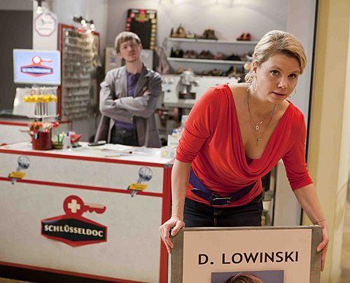 Danni (Annette Frier) macht sich bereit für einen neuen Fall. - Bildquelle: Frank Dicks - Sat1