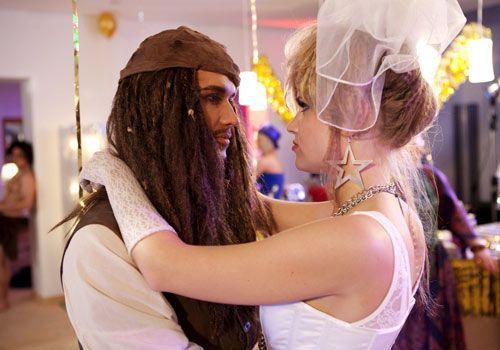 Genießen die Party: Caro und Ben ... - Bildquelle: David Saretzki - Sat1