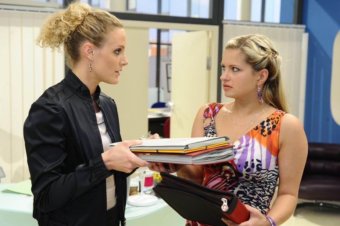 Maja (Barbara Lanz, l.) und Mia (Josephine Schmidt, r.) haben Großes vor ... - Bildquelle: SAT.1