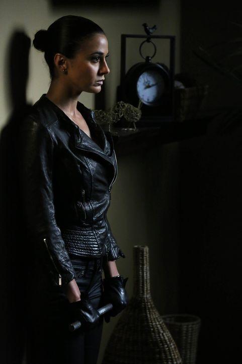 Lorelei Martins (Emmanuelle Chriqui), die Geliebte von Red John, taucht wieder auf, um den Mörder ihrer Schwester Miranda zu finden. Sie will herau... - Bildquelle: Warner Bros. Television
