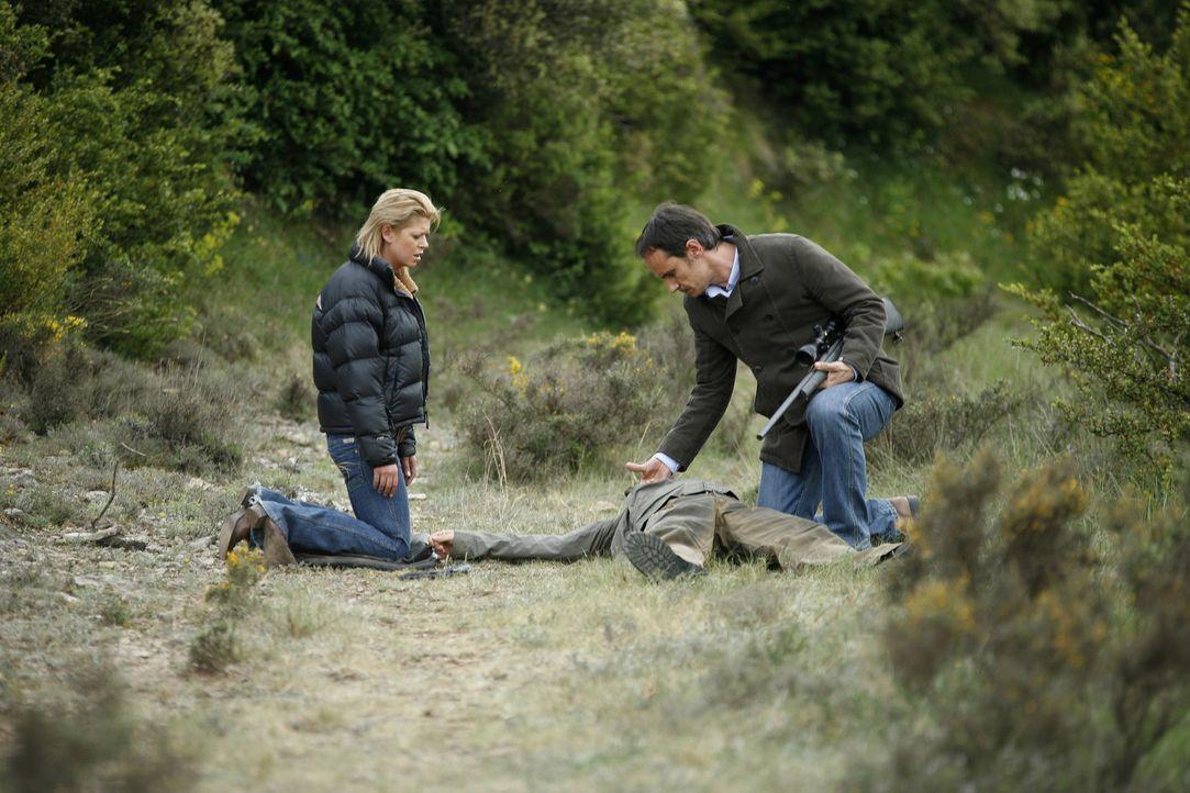 Leichen pflastern ihren Weg, aber ist sie deshalb auch eine Mörderin? Julia (Tara Reid, l.) ... - Bildquelle: Sony 2007 CPT Holdings, Inc.  All Rights Reserved.