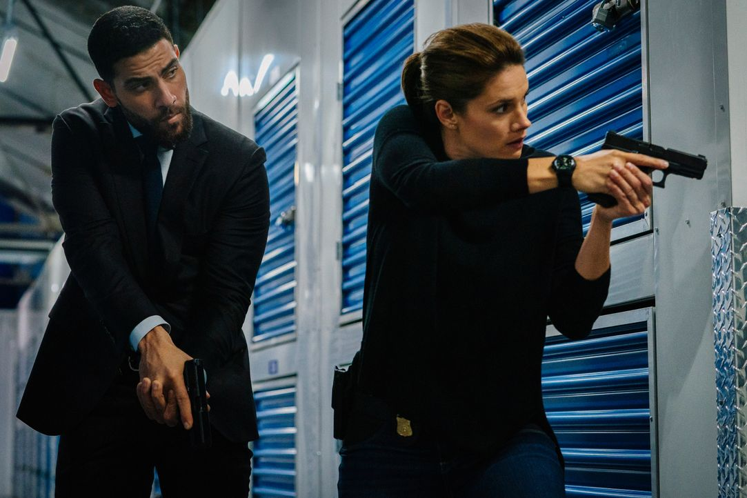 Special Agent Omar Adom 'OA' Zidan (Zeeko Zaki, l.); Special Agent Maggie Bell (Missy Peregrym, r.) - Bildquelle: Michael Parmelee 2019 CBS Broadcasting, Inc. All Rights Reserved. / Michael Parmelee