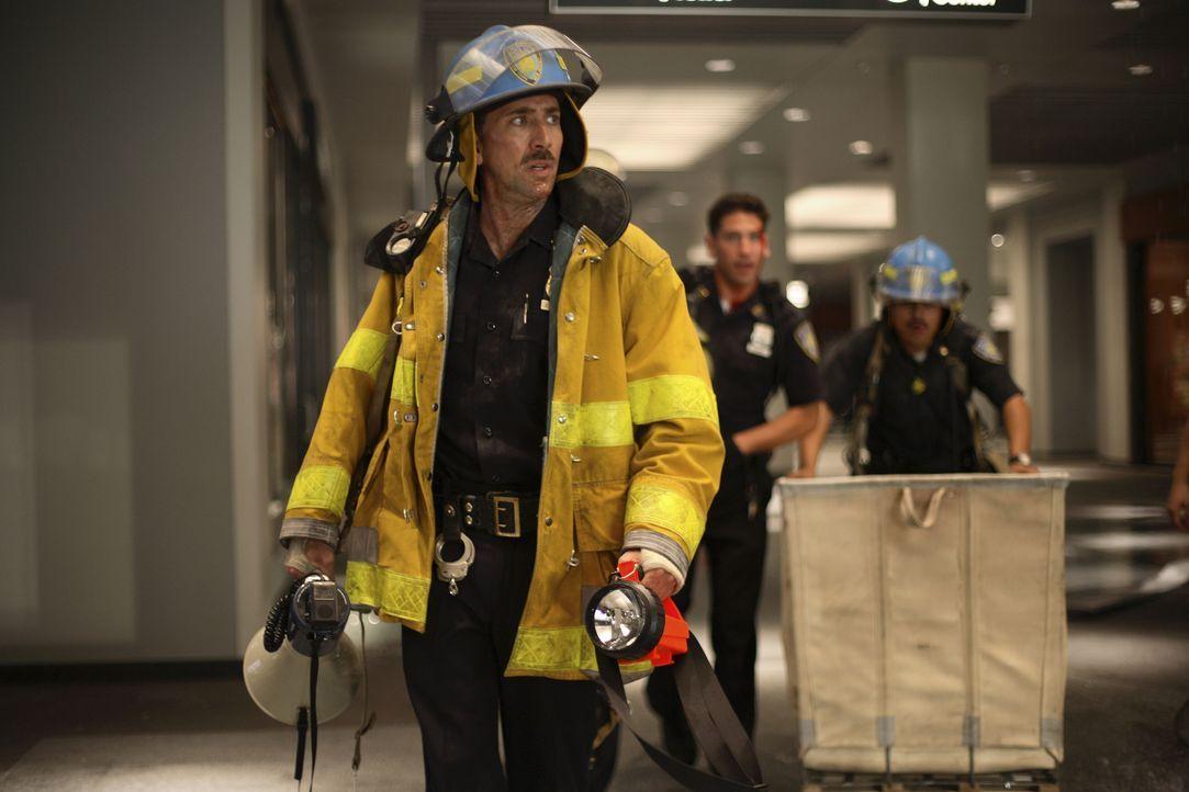 Nachdem das World Trade Center brennt, werden John McLoughlin (Nicolas Cage) und seine Einheit in die U-Bahn-Ebene unter den Türmen geschickt, um do... - Bildquelle: TM & © Paramount Pictures. All Rights Reserved.