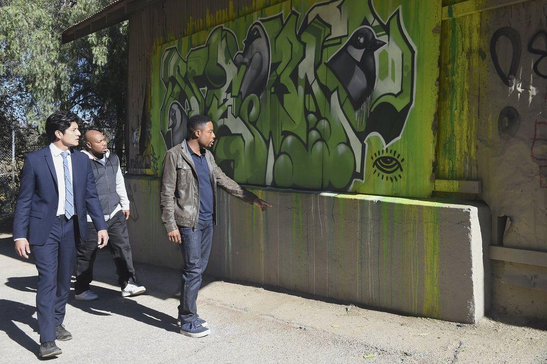 Ein Sprayer beobachtet, wie der Assistent des Bezirksstaatsanwaltes Ginardi von einer Bande Krimineller getötet wird. Die Gangster bemerken ihn und... - Bildquelle: Warner Brothers