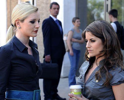 Bea hat Angst, dass Stefan seine Drohung wahr machen könnte und sie bei Helena verrät. - Bildquelle: Christoph Assmann - Sat1