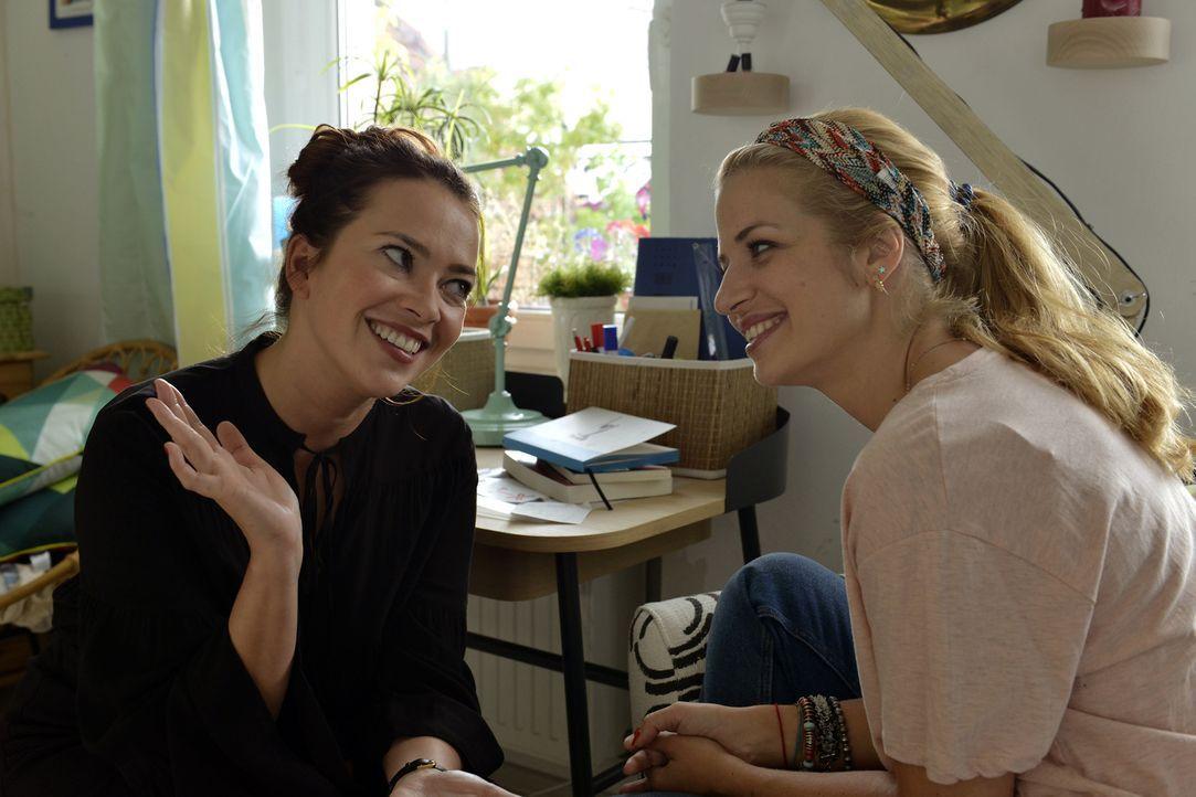 Stehen sich einander mit Rat und Tat zur Seite: Mila (Susan Sideropoulos, r.) und Sally (Laura Osswald, l.) ... - Bildquelle: Oliver Ziebe SAT.1