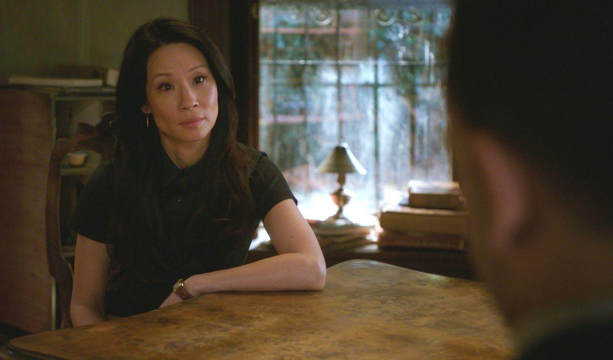 Gemeinsam mit Joan Watson (Lucy Liu, l.) macht sich Sherlock Holmes (Jonny Lee Miller, r.) auf die Suche nach einem Mörder ... - Bildquelle: 2015 CBS Broadcasting Inc. All Rights Reserved.