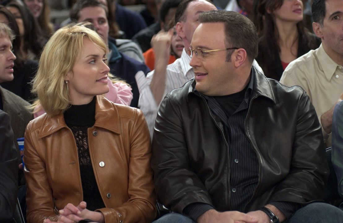 Wider Erwarten gelingt es dem tollpatschigen Albert (Kevin James, r.) ein Date mit dem glamourösen Society-Girl Allegra Cole (Amber Valletta, l.),... - Bildquelle: Sony Pictures Television International. All Rights Reserved.