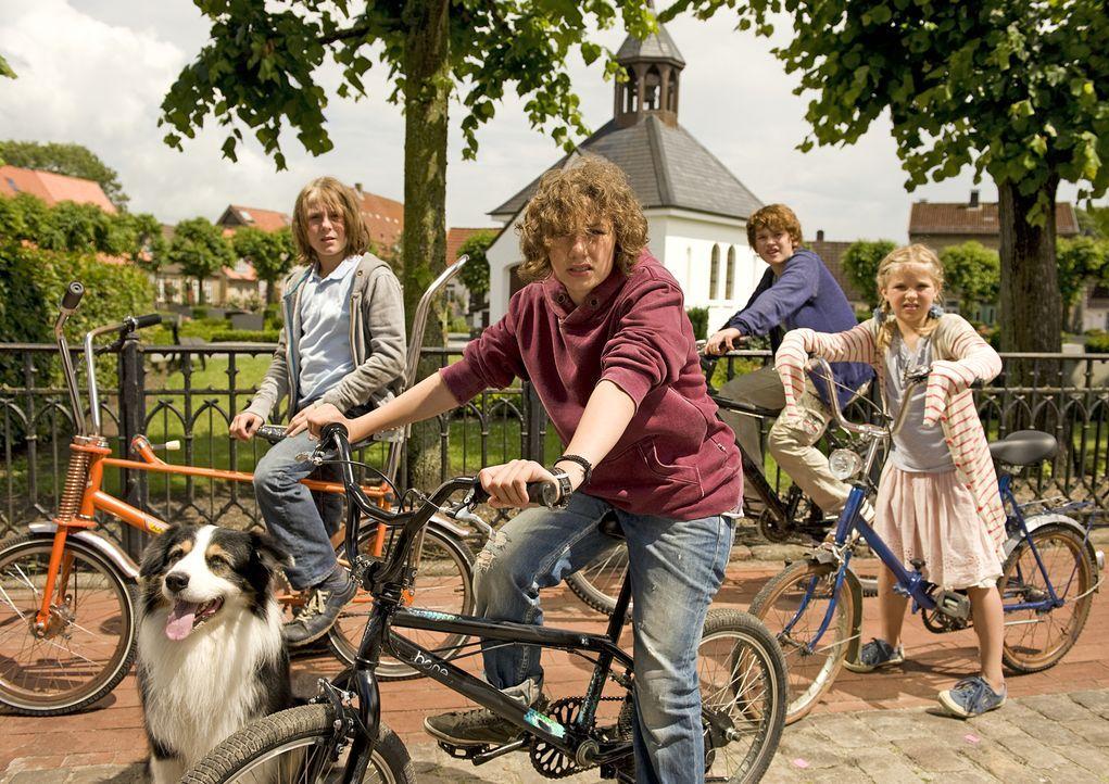 Die fünf Freunde George (Valeria Eisenbart, M.), Julian (Quirin Oettl, 2.v.r.), Dick (Justus Schlingensiepen, 2.v.l.), Anne (Neele Marie Nickel, r.)... - Bildquelle: 2011 Constantin Film Verleih GmbH