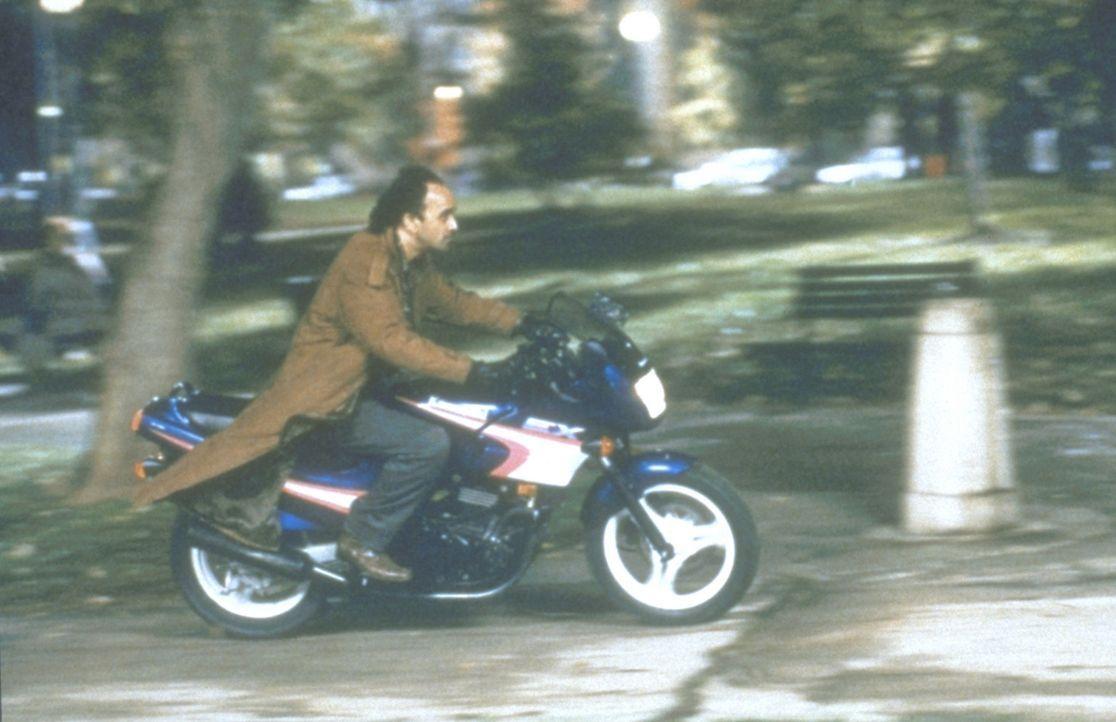 Auf der Flucht vor einem wütenden Ehegatten: der Terrorist Aziz (Art Malik) ... - Bildquelle: 20th Century Fox Film Corporation