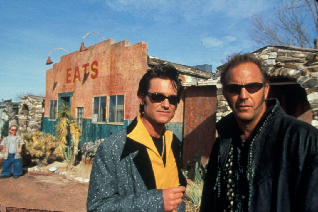 Während der Internationalen Elvis-Woche wollen Michael Zane (Kurt Russell, l.) und Thomas Murphy (Kevin Costner, r.) mit Hilfe dreier Komplizen, da... - Bildquelle: Francise Pictures