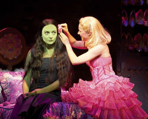 "Lucy als ""Glinda"" in ""Wicked - Die Hexen von Oz"" - Bildquelle: Stage Entertainment"