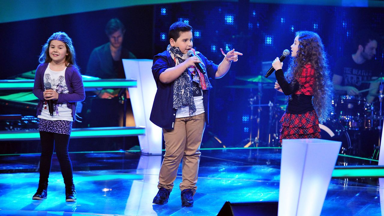 The-Voice-Kids-Stf02-Epi05-Salvatore-Larissa-EmmieLee-7-SAT1-Andre-Kowalski - Bildquelle: SAT.1/Andre Kowalski