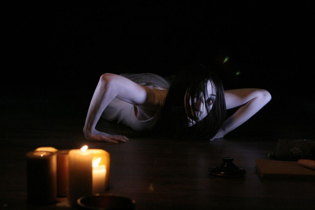 Kayako (Aiko Horiuchi) ist immer noch auf dem Rachefeldzug ... - Bildquelle: Constantin Film Verleih