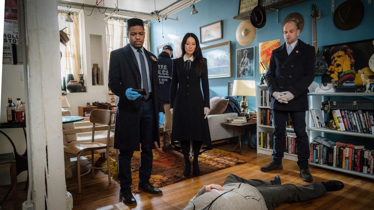 Detective Bell (Jon Michael Hill, l.), Watson (Lucy Liu, M.) und Holmes (Jonny Lee Miller, r.) stehen vor einer riesen Herausforderung, als ein Mord... - Bildquelle: Michael Parmelee 2016 CBS Broadcasting, Inc. All Rights Reserved