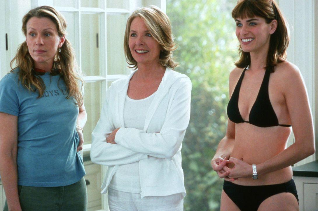 Erica (Diane Keaton, M.) und ihre Schwester Zoe (Frances McDormand, l.) sind total überrascht, als sie Marins (Amanda Peet, r.) neuen Freund in Unt... - Bildquelle: Warner Bros. Pictures