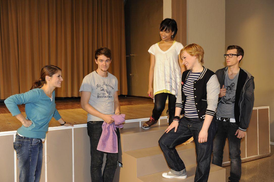 Bea hadert weiterhin mit sich. Soll sie zurück an die Schule kommen und Gabriele im Kampf gegen Götting unterstützen? Als sie von Michael erfähr... - Bildquelle: SAT.1