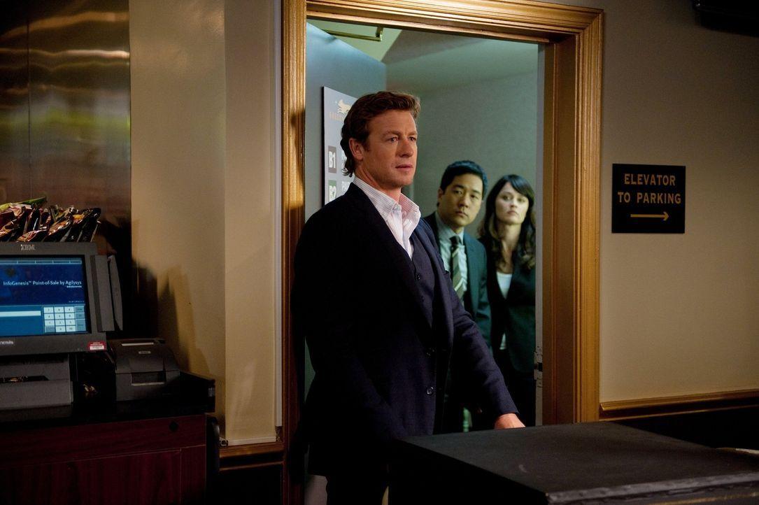 Ermitteln im Mordfall des Ex-Casinoangestellte, Ryan D'Stefano: Patrick (Simon Baker, l.), Kimball (Tim Kang, M.) Und Teresa (Robin Tunney, r.) ... - Bildquelle: Warner Bros. Television