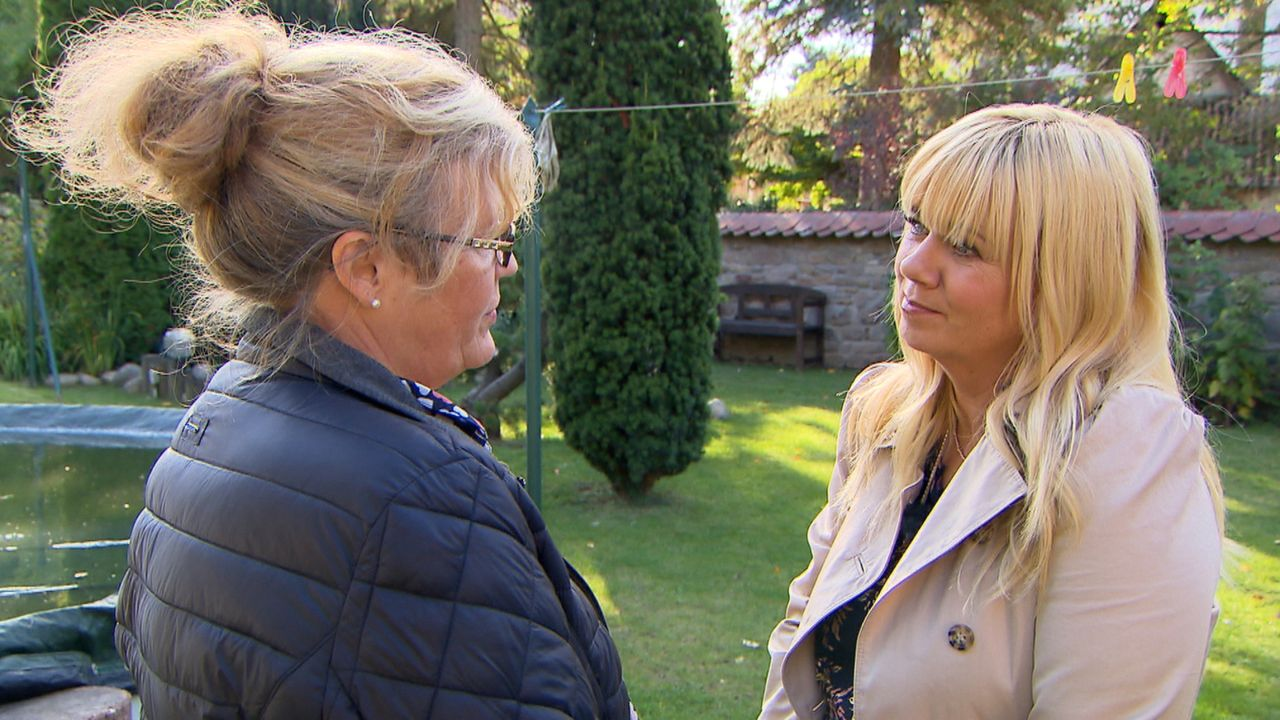 Kann Julia Leischik (r.) zwischen Andrea (l.) und ihrer Tochter Daniela vermitteln? - Bildquelle: SAT.1