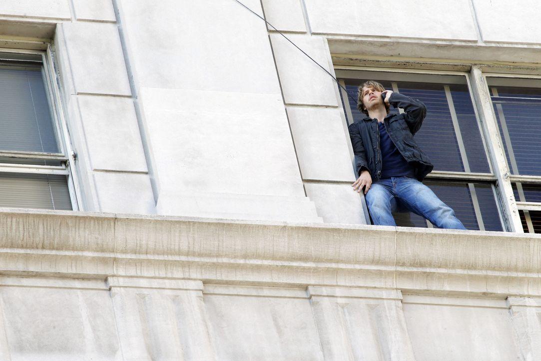 Wird undercover ins  Los Angeles Police Department eingeschleust, um einen  Maulwurf aufzuspüren: Deeks (Eric Christian Olsen) ... - Bildquelle: CBS Studios Inc. All Rights Reserved.