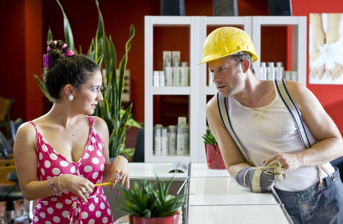 Unter einer typischen Mittagspause auf dem Bau versteht man: Stulle essen, Kaffee trinken und mit den Kollegen zusammensitzen. Es kann aber auch sch... - Bildquelle: Guido Engels Sat.1