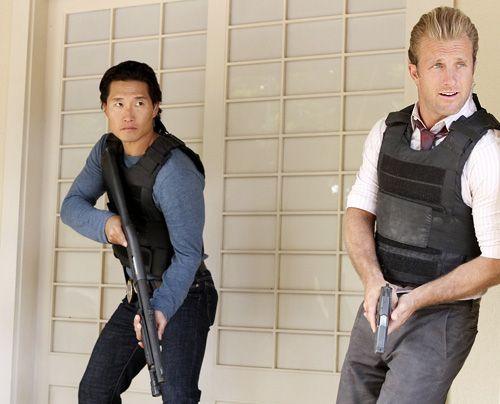 Der Einsatz verläuft anders als erwartet: Danny (Scott Caan, r.) und Chin (Daniel Dae Kim).  - Bildquelle: CBS Studios