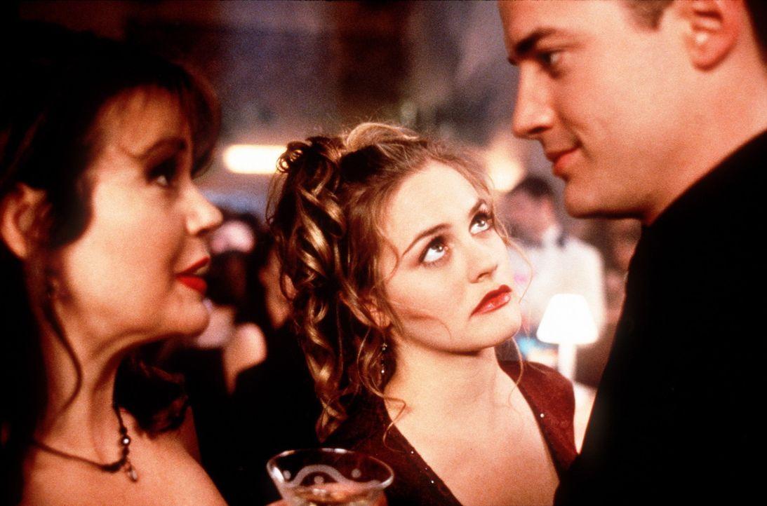 Aufgrund seines hervorragenden Benehmens kann Adam (Brendan Fraser, r.) Frauenherzen höher schlagen lassen. Da reagiert Eve (Alicia Silverstone, M.... - Bildquelle: New Line Cinema