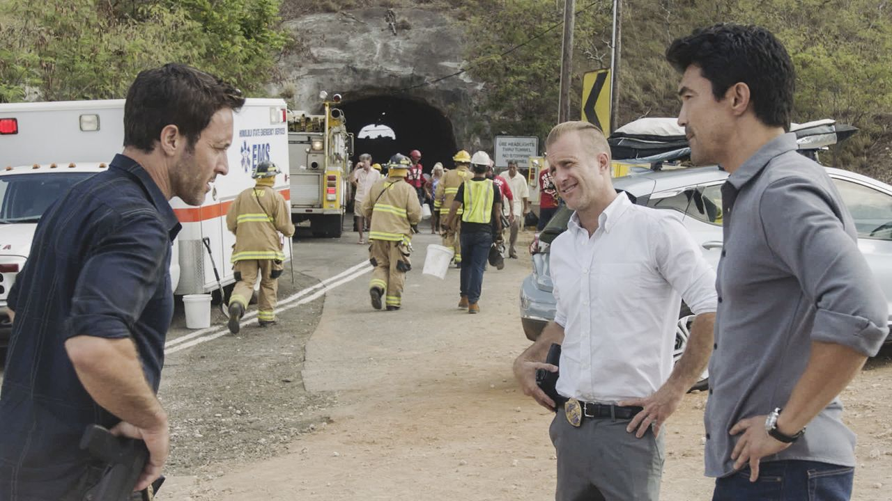 (v.l.n.r.) Steve McGarrett (Alex O'Loughlin); Danny Williams (Scott Caan); Adam Noshimuri (Ian Anthony Dale) - Bildquelle: 2019 CBS Broadcasting, Inc. All Rights Reserved