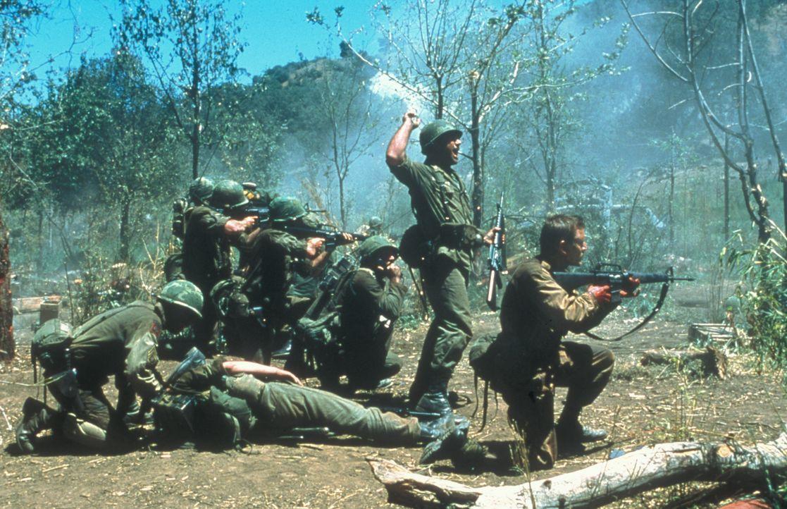 Als erfahrener Militär-Stratege ahnt Lieutenant Colonel Hal Moore (Mel Gibson) schon bald, dass er und seine 400 Männer des Ersten Bataillons der Si... - Bildquelle: Paramount Pictures