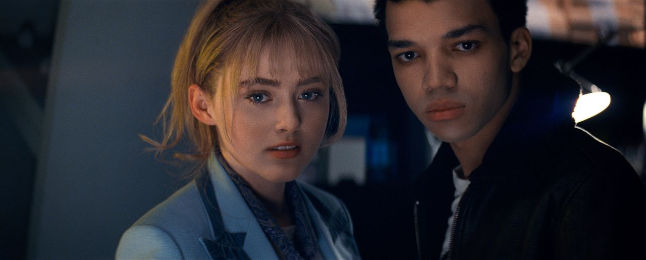 Lucy Stevens (Kathryn Newton, l.); Tim Goodman (Justice Smith, r.) - Bildquelle: Giles Keyte 2018 Legendary and Warner Bros. Entertainment Inc. All Rights Reserved. / Giles Keyte
