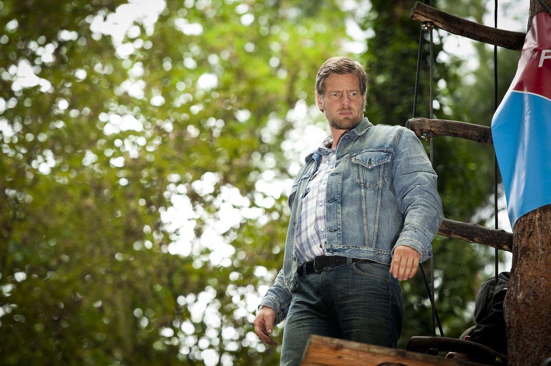 Nach Tanjas Schussverletzung hat Mick (Henning Baum) ganz andere Sorgen, als irgendwelche Verbrecher zu jagen. Da wird der Besitzer eines Kletterpar... - Bildquelle: SAT.1