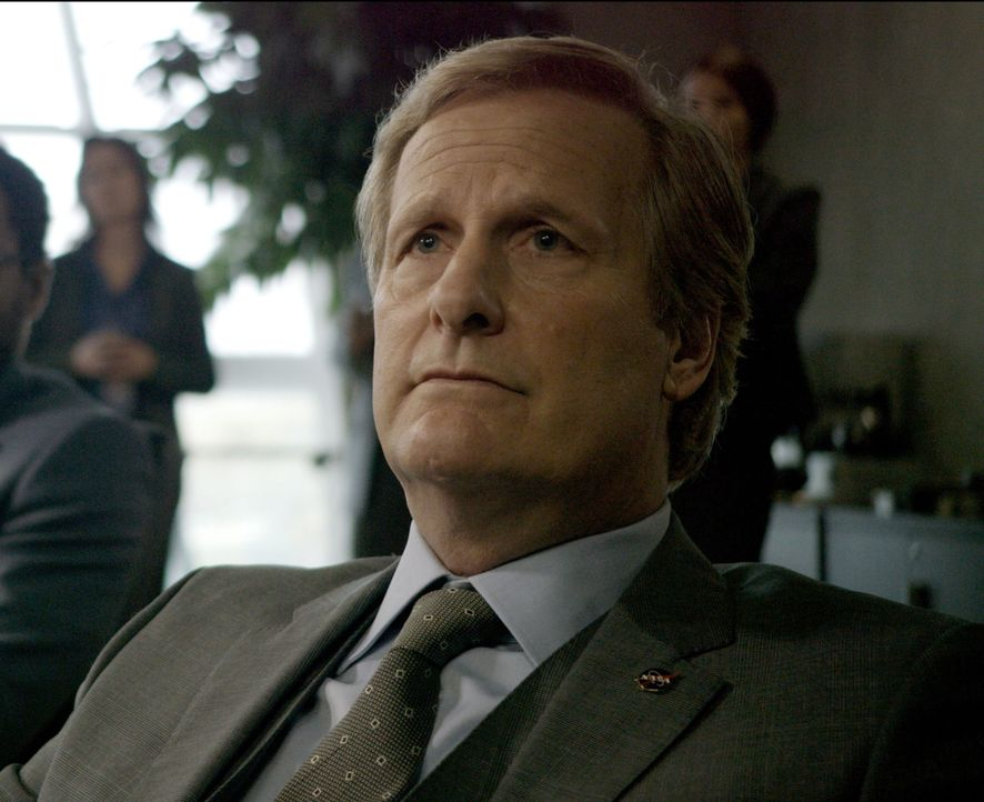 "Als Direktor Sanders (Jeff Daniels) der Mut fehlt, die Crew der ""Ares III"" zurück zum Mond zu schicken, um die letzte Chance zu ergreifen, ihren Kol... - Bildquelle: 2015 Twentieth Century Fox Film Corporation. All rights reserved."