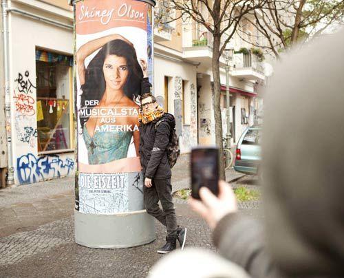 Hotte hat seine Traumfrau gefunden - auf einem Plakat. - Bildquelle: David Saretzki - Sat1