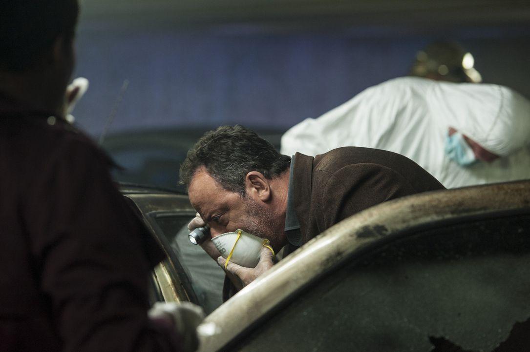 In einem verkokten Auto liegt eine Leiche. Zunächst sieht alles wie ein Unfall aus, aber dann stellt Kommissar Jo St-Clair (Jean Reno) fest, dass d... - Bildquelle: Stéphanie Dupont Atlantique Productions