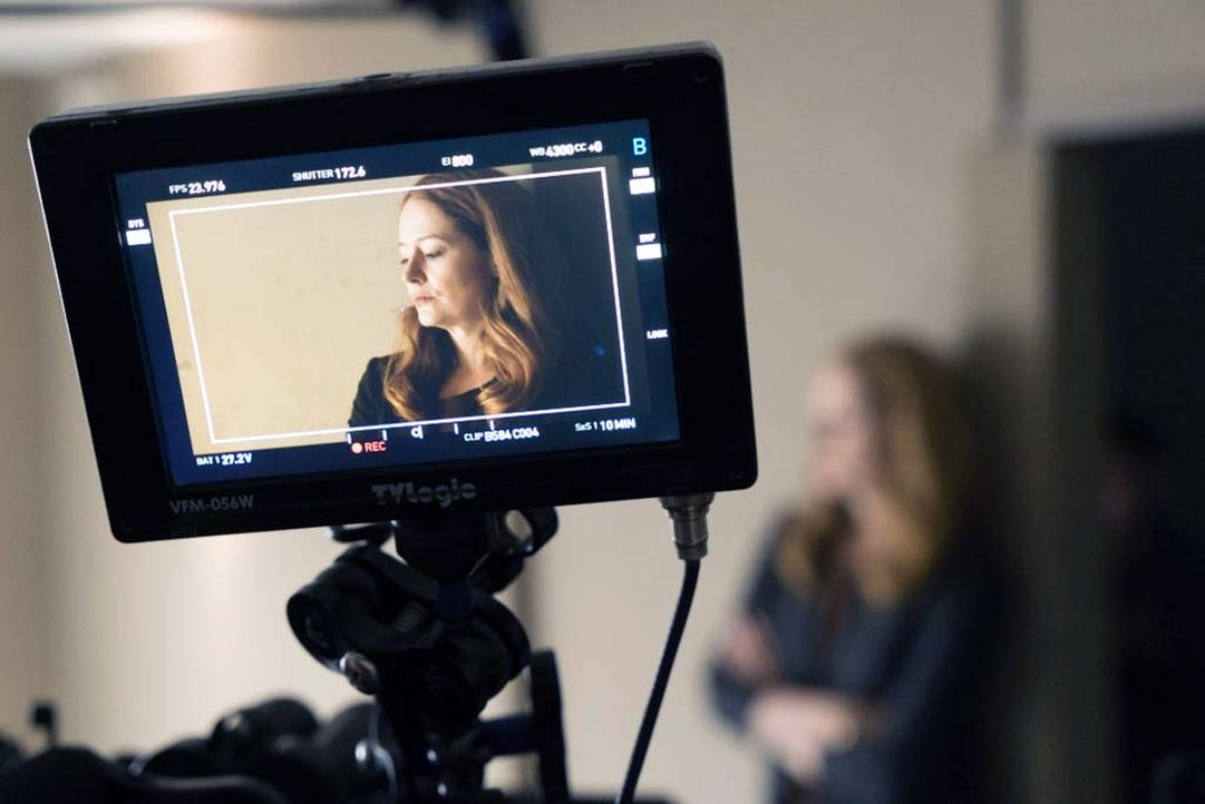 Muss sich im Verhör verantworten. Doch wird man Allison (Miranda Otto) ihre Unschuld abnehmen? - Bildquelle: Stephan Rabold 2015 Showtime Networks, Inc., a CBS Company. All rights reserved.