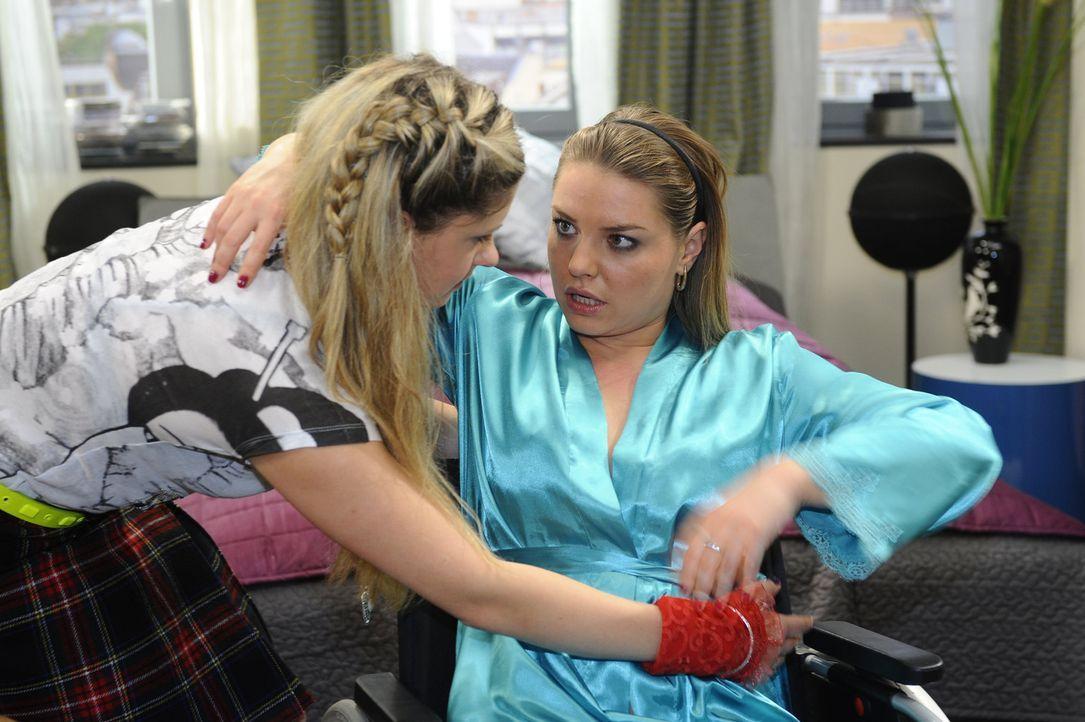 Jojo nimmt Mia (Josephine Schmidt, l.) ihre Zweifel übel und Mia bereut bitterlich. Nach der Versöhnung müssen die Geschwister erfahren, dass Joj... - Bildquelle: SAT.1