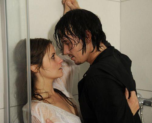 Es kommt zu einem leidenschaftlichen Kuss zwischen Ben und Bea. - Bildquelle: Christoph Assmann - Sat1