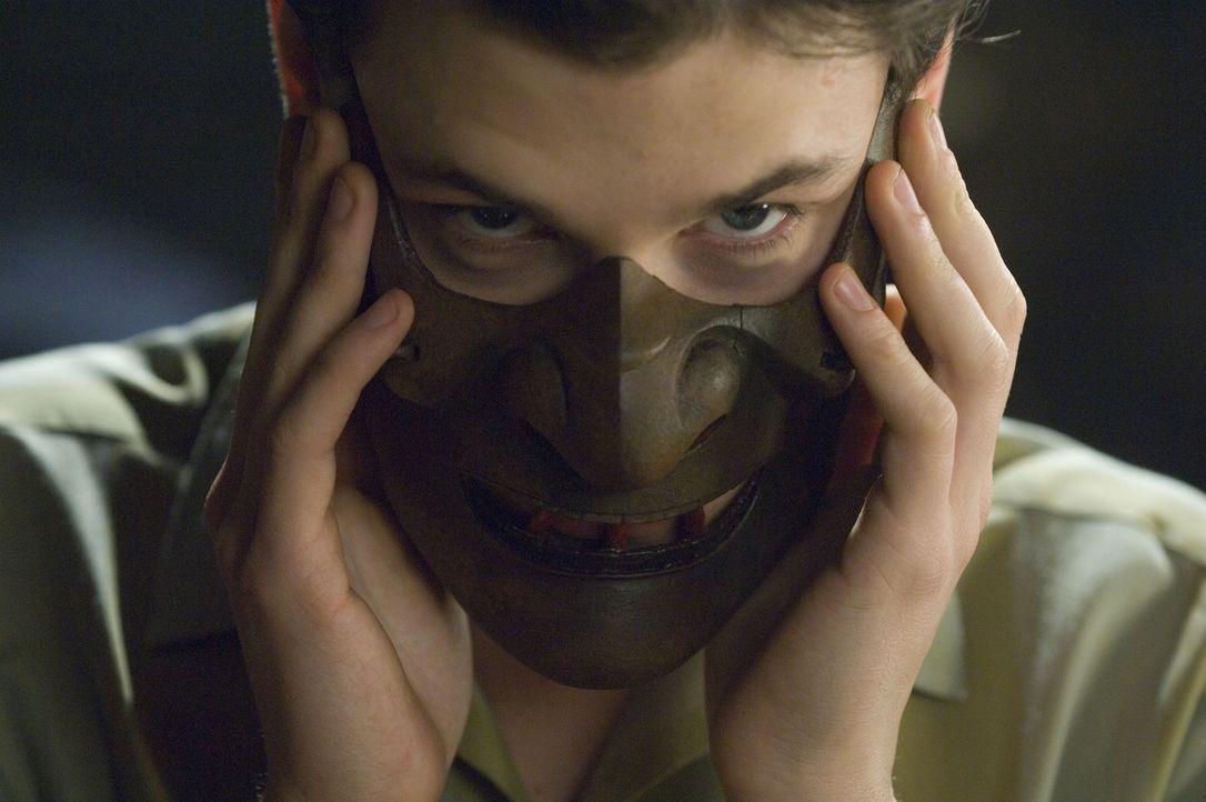 Hannibal Lecter ist zurück: Am Ende des Zweiten Weltkriegs muss Hannibal Lecter (Gaspard Ulliel) mit ansehen, wie seine Eltern bei einem Bombenangri... - Bildquelle: Tobis Film