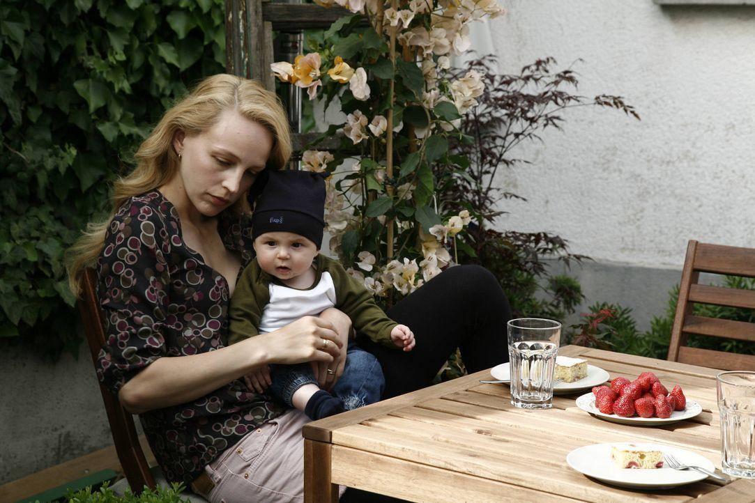 Kindergeschrei, Windeln wechseln, Babybrei - für Hanna (Petra Schmidt-Schaller) gibt es nichts Schöneres, doch ihr Angetrauter will um jeden Preis... - Bildquelle: Vanessa Fuentes SAT.1