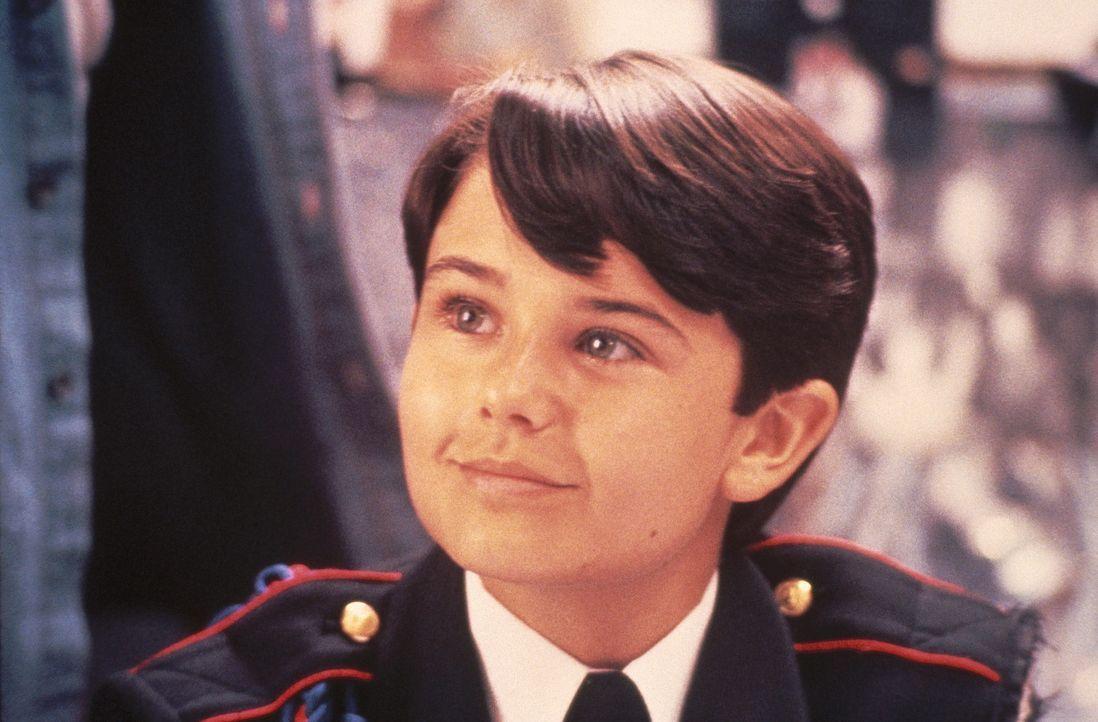 Der verwöhnte Musterschüler Michael Cutler (David Mendenhall) wird an einer elitären Kadettenschule großgezogen ... - Bildquelle: Warner Bros.