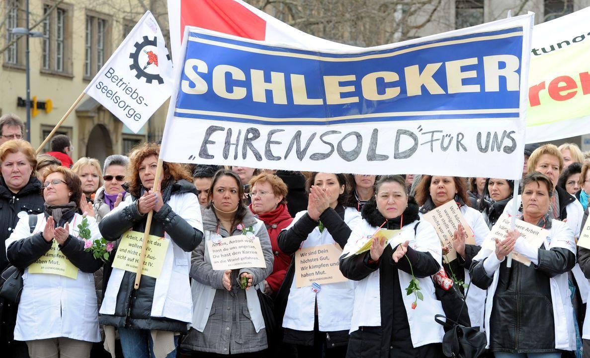 Protest-Mitarbeiter-12-03-08-dpa - Bildquelle: dpa