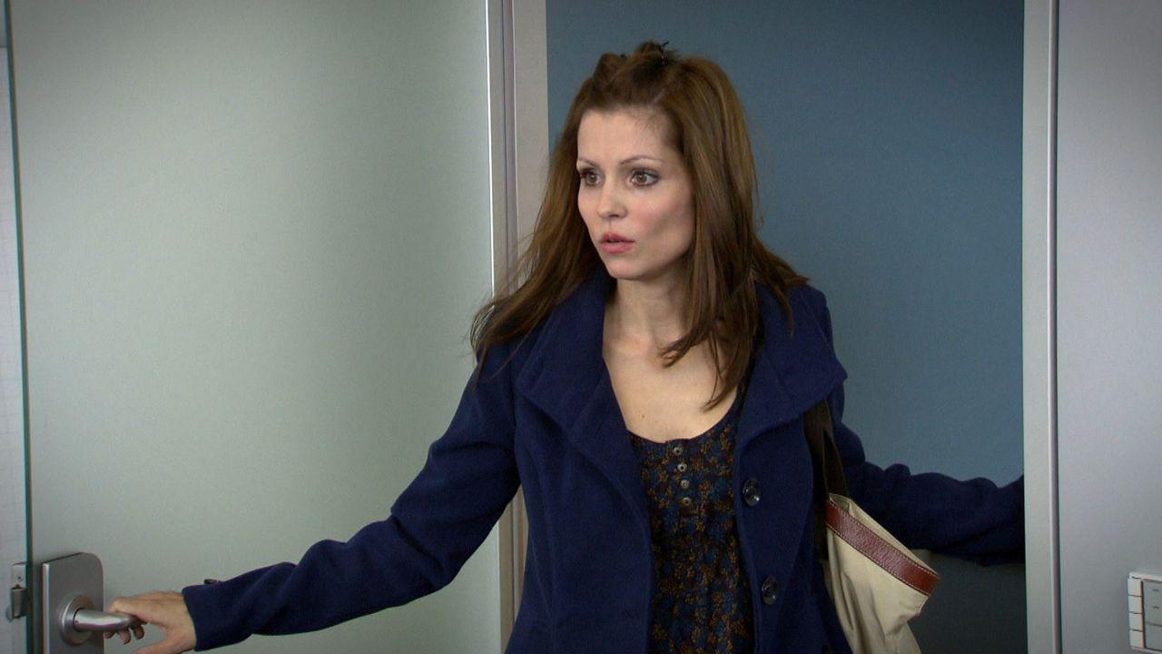 Nina ist schockiert über das, was sie da sehen muss ... - Bildquelle: SAT.1