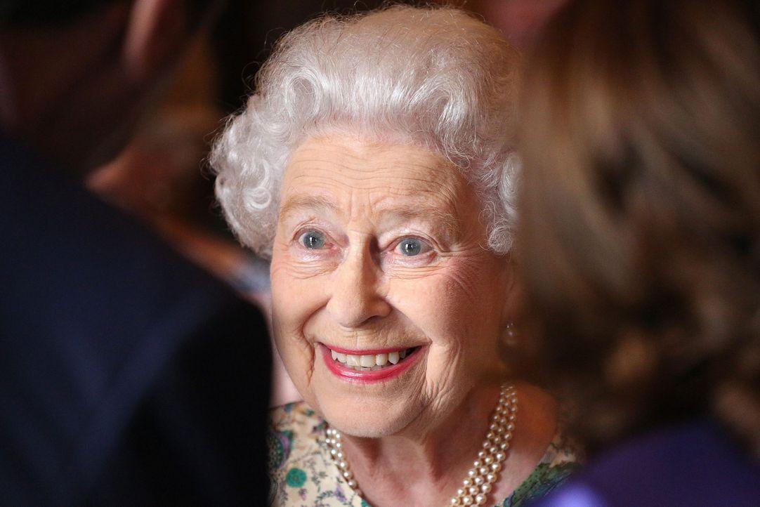 Die Queen wird sich sehr über ihren Urenkel gefreut haben - Bildquelle: dpa, Verwendung nur in Deutschland