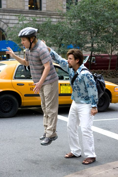 Leg dich nicht mit Zohan (Adam Sandler, r.) an! Für Michael (Nick Swardson, l.) kommt diese Warnung zu spät ... - Bildquelle: Tracy Bennett 2008 Columbia Pictures Industries, Inc. and Beverly Blvd LLC. All Rights Reserved.