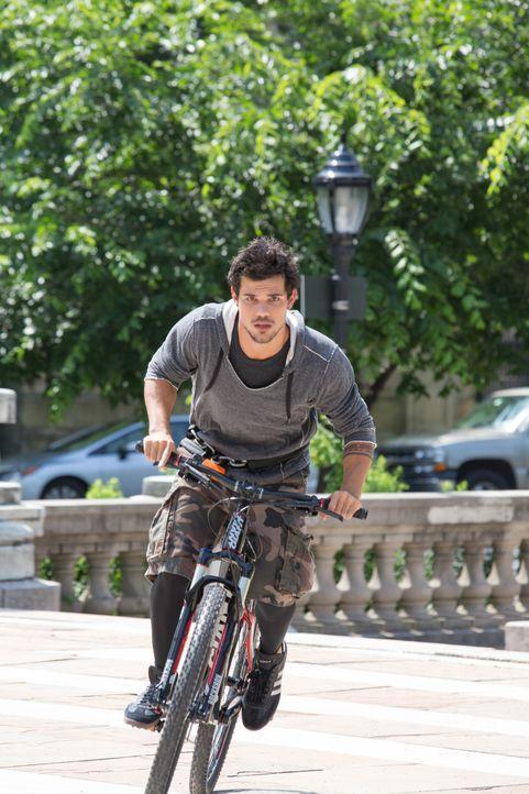Cam (Taylor Lautner) - der schnellste Typ auf zwei Rädern, den New York zu bieten hat - will es nicht bei seinem Fahrradkurier-Dasein belassen, sond... - Bildquelle: David Dougan 2013 Melbarken Inc / David Dougan