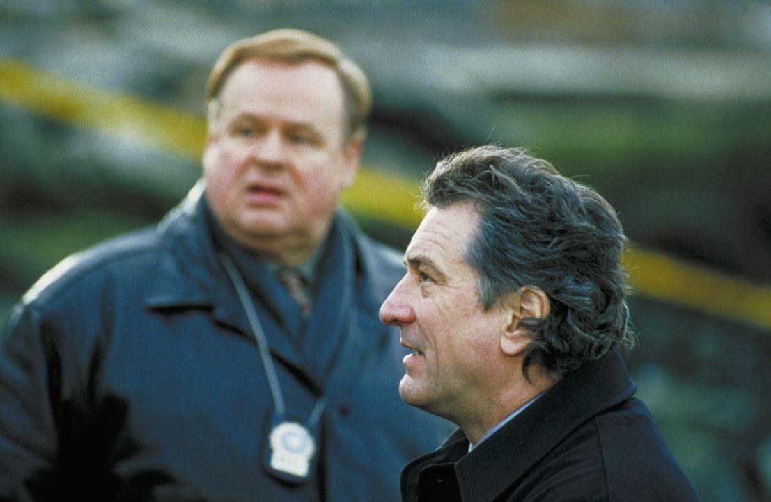 Detective Vincent LaMarca (Robert De Niro, r.) lebt nur für seinen Beruf. Er wird von seinen Kollegen als korrekter Polizist geschätzt und mit Respe... - Bildquelle: Warner Bros.