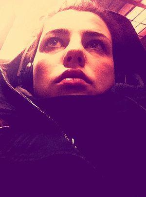 In der S-Bahn auf dem Weg ins Studio. - Bildquelle: Sarah Muehlhause