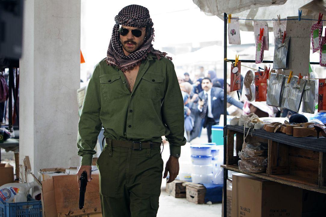 Sein Leben nimmt eine unerwartete Wendung, als er gezwungen wird, das Double von Saddam Husseins Sohn Uday zu spielen: der einfache irakische Soldat... - Bildquelle: Sofie Silbermann 2013, Falcom Media / Sofie Silbermann