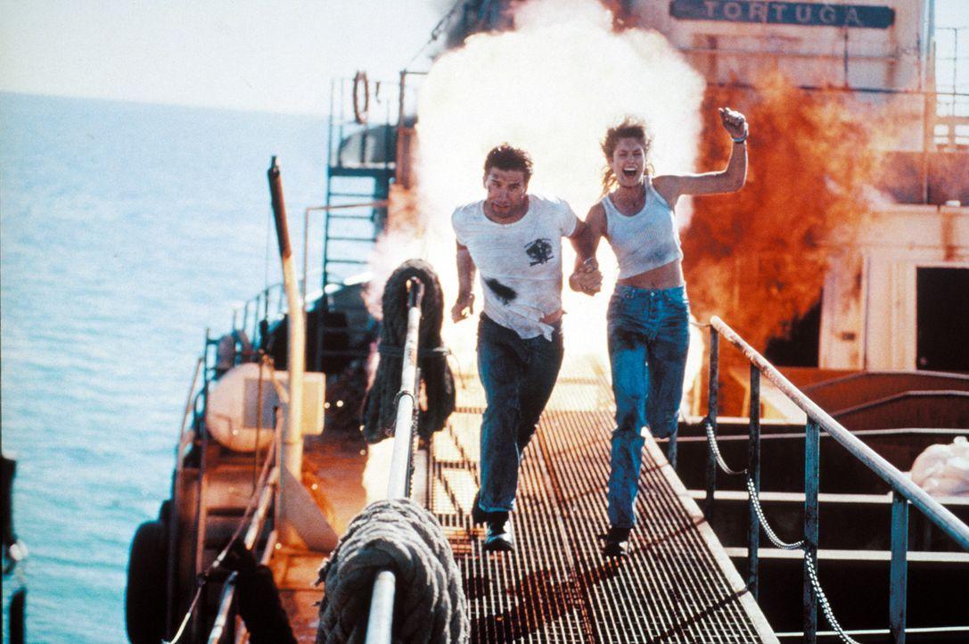 Immer wieder zur falschen Zeit am falschen Ort: Cop Max Kirkpatrick (William Baldwin, l.) und Anwältin Kate McQuean (Cindy Crawford, r.) ... - Bildquelle: Warner Bros. Pictures