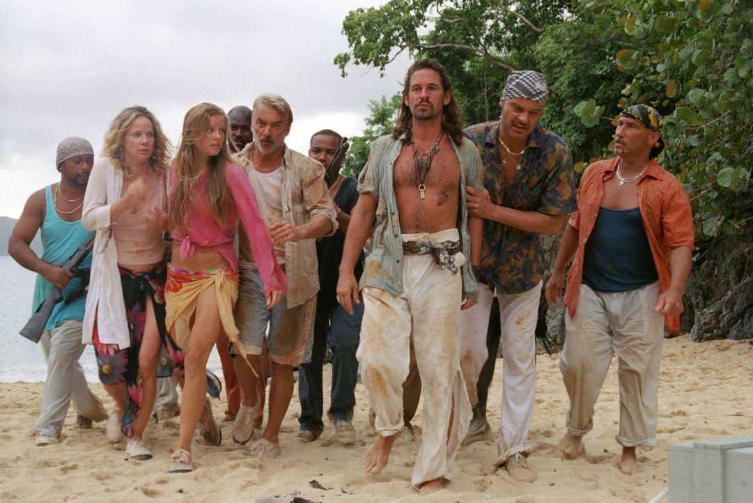 Die Piraten überwältigen die Familie und Flynn. Nur Max ist die Flucht gelungen... - Bildquelle: Walter Bailey Sat.1